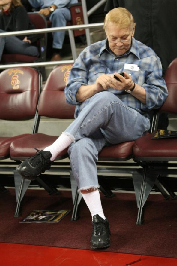 Dr. Jerry Buss at the 2009 USC-Arizona basketball gamePhoto by Seth Rubinroit